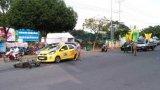 Môtô va chạm taxi, 1 người bị thương nặng