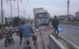 Xe container lại đâm vào cầu Voi