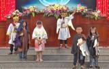Lãnh đạo huyện Cần Giuộc chúc mừng Giáng sinh Hội thánh Tin lành Cần Giuộc