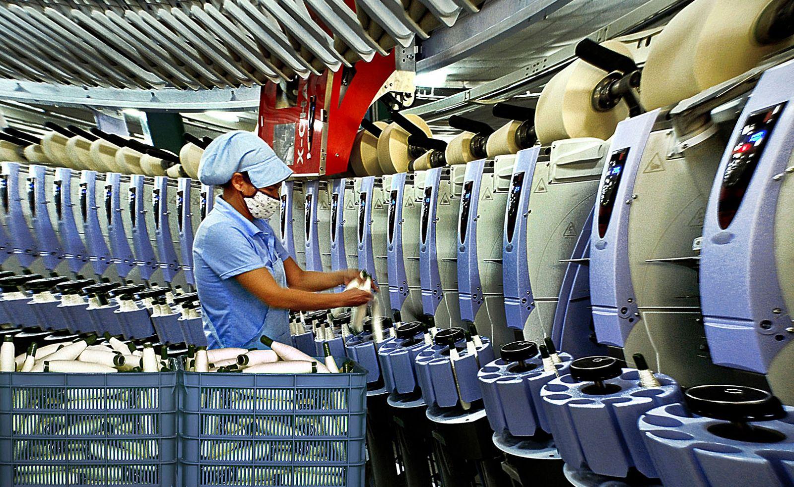Phát triển công nghiệp, góp phần đưa tốc độ tăng trưởng kinh tế của tỉnh đạt 9,53% trong năm 2017 (Ảnh: Hữu Lý)