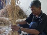 Bện rơm xuất khẩu góp phần giải quyết việc làm cho lao động nông nhàn