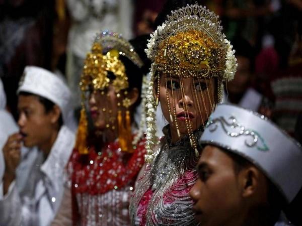 Các cặp đôi tham dự đám cưới tập thể tại Jakarta. (Nguồn: Reuters)