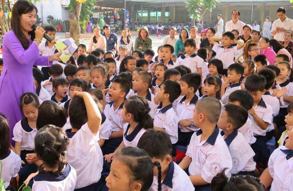 Giáo viên, học sinh và phụ huynh tham gia Ngày hội Đọc sách cùng con