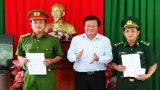 Chủ tịch UBND tỉnh khen thưởng 2 đơn vị triệt phá 2 vụ vận chuyển thuốc lá lậu quy mô lớn