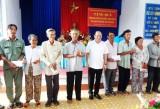 Lãnh đạo TP.HCM thăm, tặng quà tết cho gia đình chính sách, người dân khó khăn tỉnh Long An