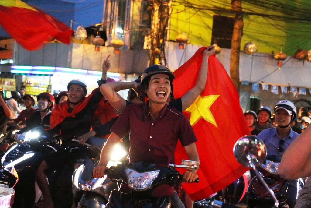 Niềm vui khi chứng kiến U23 Việt Nam làm nên kỳ tích.