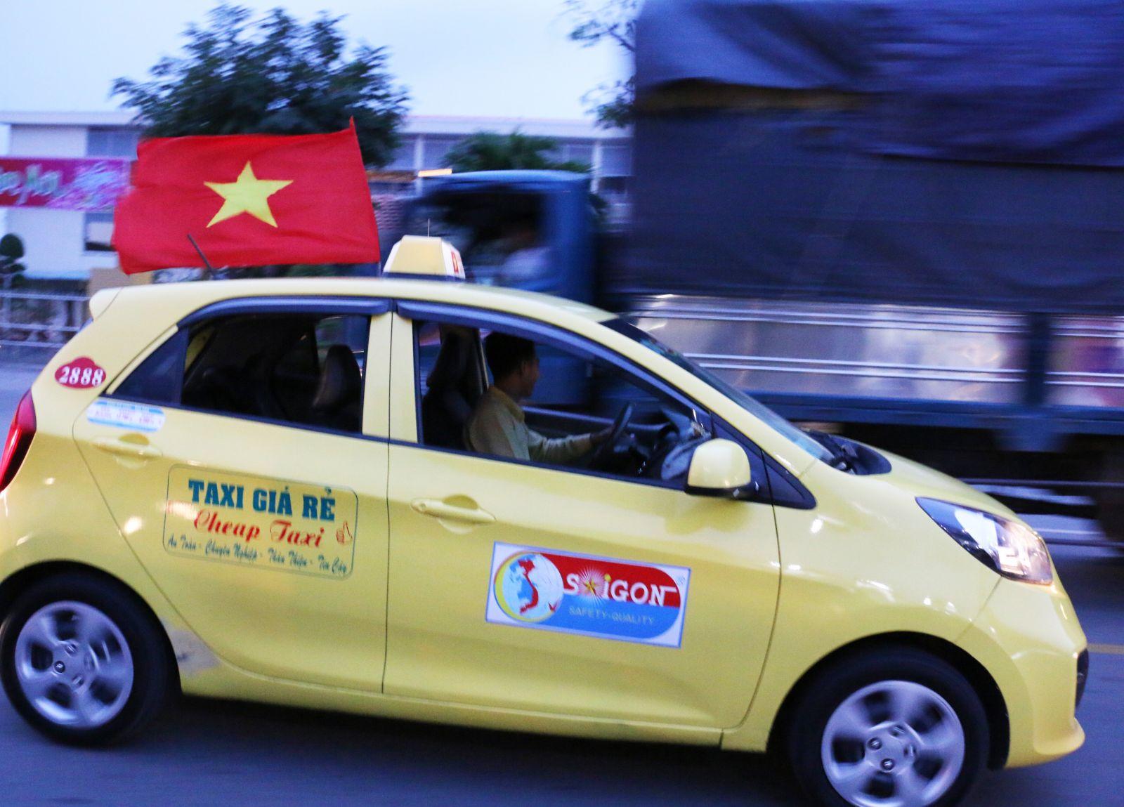 Một hãng taxi cũng hòa chung niềm vui cùng người hâm mộ