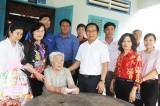 Đoàn cán bộ tỉnh Long An thăm, chúc tết cán bộ và nhân dân xã Thừa Đức