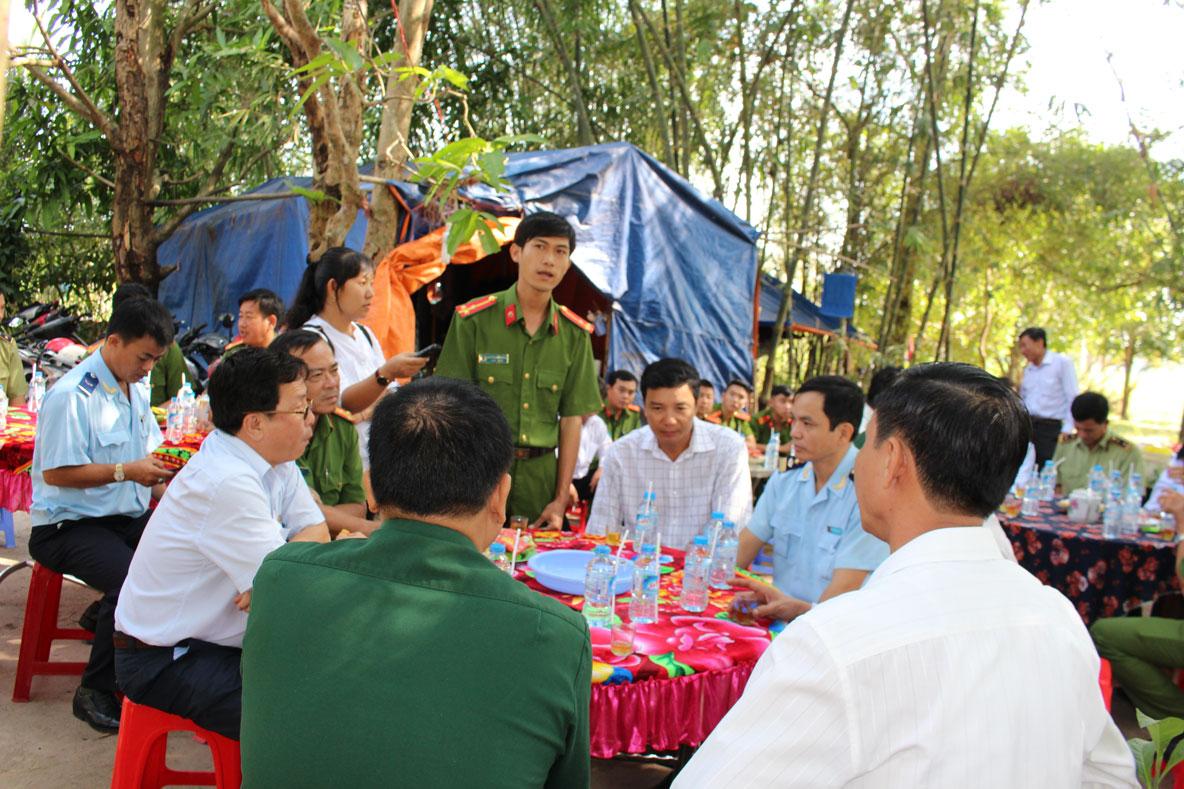 Lãnh đạo UBND tỉnh thăm một chốt chống buôn lậu của Phòng Cảnh sát kinh tế Công an tỉnh