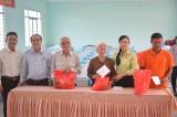 Đoàn Đại biểu Quốc hội tỉnh tặng quà cho gia đình chính sách, hộ nghèo