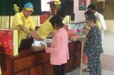 Quỹ Thiện Tâm trao 250 phần quà Tết cho hộ nghèo ở Thạnh Hóa và Mộc Hóa