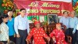 Tân Thạnh: Phó Chủ tịch UBND tỉnh – Hoàng Văn Liên chúc thọ người cao tuổi