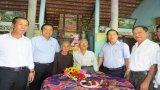 Bí thư Tỉnh ủy Long An – Phạm Văn Rạnh thăm, tặng quà đảng viên cao tuổi Đảng