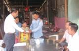 Trao tiền vượt qua hiểm nghèo cho bé Trần Phạm Gia Hân