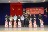 Chúc Tết cán bộ, chiến sĩ làm nhiệm vụ tại huyện Thạnh Hóa