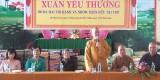 Phu nhân nguyên Chủ tịch nước - Trương Tấn Sang trao quà tết cho người nghèo