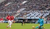 """""""Phơi áo"""" trước Newcastle, M.U bị M.C bỏ xa 16 điểm"""