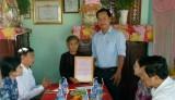 Trao nhà tình nghĩa cho Mẹ Việt Nam Anh hùng Phạm Thị Rẩm ở Đức Hòa