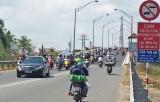 Xe ô tô tải dưới 5 tấn và ô tô khách dưới 25 chỗ được lưu thông qua cầu Tân An