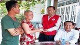 Đức Hòa: Hội Chữ Thập đỏ tỉnh trao tiền Vượt qua hiểm nghèo