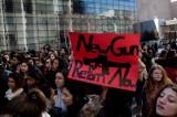 Chính giới Mỹ ủng hộ học sinh biểu tình phản đối bạo lực súng đạn