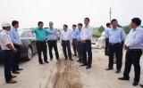 Bí thư Tỉnh ủy Long An - Phạm Văn Rạnh kiểm tra tiến độ thi công Đường tỉnh 830