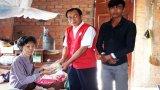 Hội Chữ thập đỏ tỉnh Long An trao tiền Vượt qua hiểm nghèo