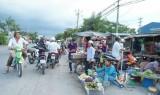 Chợ tự phát - Còn nhiều bất cập