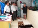 Khảo sát tình trạng sạt lở tại xã Long Hậu