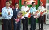 Phó Thủ tướng Thường trực Chính phủ - Trương Hòa Bình tặng học bổng, nhà tình thương