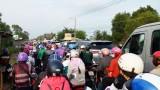 Người dân miền Tây trở lại TP.HCM sau lễ, Quốc lộ 62 kẹt cứng