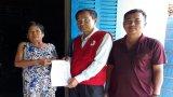 Hội Chữ thập đỏ tỉnh Long An trao trên 46 triệu đồng cho bà Võ Thị Thang