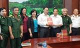 """Phó Chủ tịch UBND tỉnh Long An - Hoàng Văn Liên tiếp đoàn cán bộ thực hiện công trình sách """"Ký ức người lính"""""""
