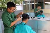 Câu lạc bộ cắt tóc lính biên phòng