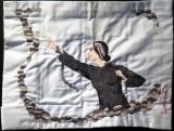 Triển lãm hơn 100 chiếc khăn thêu tay của nữ chiến sỹ cách mạng