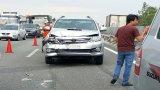 Xe tải nổ lốp, tai nạn liên hoàn trên cao tốc Trung Lương – TP.HCM