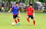 Đội bóng hạng Nhất và hạng Nhì Long An cùng ra sân thi đấu