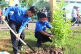 Thanh niên Long An trồng cây nhớ Bác