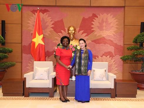 Chủ tịch Quốc hội Nguyễn Thị Kim Ngân và bà Vitoria KwaKwa