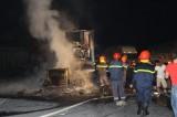 Xe container cháy dữ dội trên quốc lộ 1 trong đêm