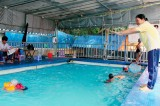 Học bơi dịp hè