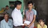 Ban ATGT huyện Cần Giuộc thăm gia đình bé gái tử vong do tai nạn giao thông ngày 16/7