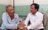Bí thư Thành ủy Tân An thăm lão thành cách mạng, thương binh nặng