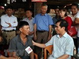 Tổng Lãnh sự quán VN ở Lào thăm các gia đình sau vụ vỡ đập thủy điện