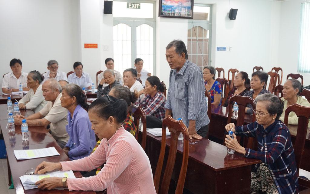 Người dân trình bày ý kiến tại cuộc tiếp công dân