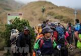 Indonesia giải cứu hàng trăm người mắc kẹt trên núi do động đất