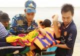 Hải quân cứu ngư dân gặp nạn tại Trường Sa