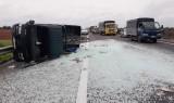 Xe tải lật trên Cao tốc TP.HCM - Trung Lương gây kẹt xe nghiêm trọng