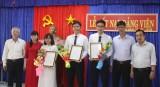 3 học sinh Trường THPT Chuyên Long An được kết nạp Đảng