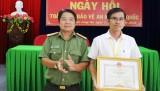 Báo Long An nhận bằng khen của UBND tỉnh xuất sắc phong trào Toàn dân bảo vệ An ninh Tổ quốc năm 2017